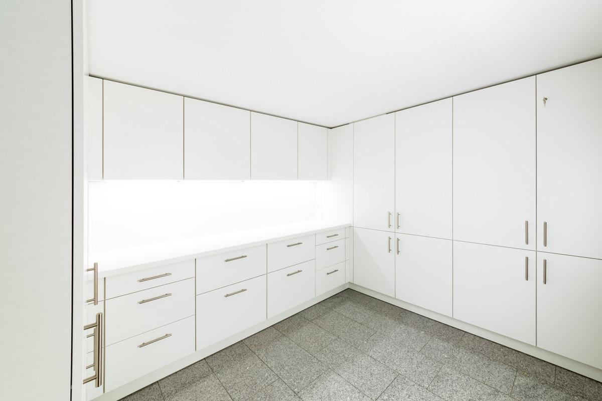 Hauswirtschaftsraum in weiß